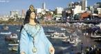 Para os adeptos do Candomblé o dia dois de fevereiro comemora-se o dia de Oxum, rainha das águas doces, por isso a festa de Oxum se mistura com a festa para Iemanjá. Conhecida como uma das mais populares festas de celebração pública do candomblé, o festejo acontece desde 1923, quando houve uma diminuição na oferta de peixes da Vila dos Pescadores do Rio Vermelho. <br><br/> Palavras-chave: ritos, festas, tradição, Iemanjá, Oxum, Candomblé, Rainha do Mar, pescadores, paisagem religiosa