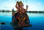 Cerimônia visarjan do Senhor Ganesh, durante o festival Chaturthi.<br><br> Palavras-chave: Ganesh, festival, Índia, hinduísmo