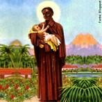 São Benedito (31 de Março de 1526 - Palermo, 4 de Abril de 1589) (ou São Benedito, o Negro ou São Benedito, o Mouro) - Santo da Igreja Católica Apostólica Romana. Descendente de escravos oriundos da Etiópia, São Benedito nasceu na Sicília, sul da Itália, em 1526. Sua festa é celebrada no dia 4 de abril. <br><br> Palavras-chave: Santo, São Benedito, O mouro, Catolicismo, Cristianismo, Símbolo religioso