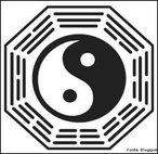 Este pode ser considerado, não só o símbolo do Taoísmo, mas também um dos símbolos do Confucionismo e nele está representado o Yin (essência negativa do mal, da morte e da feminilidade) e Yang (força positiva do bem, da luz e da masculinidade).<br><br>Palavras-chave: Yin e Yang, branco e preto, Taoísmo, Confucionismo, Bem e Mal